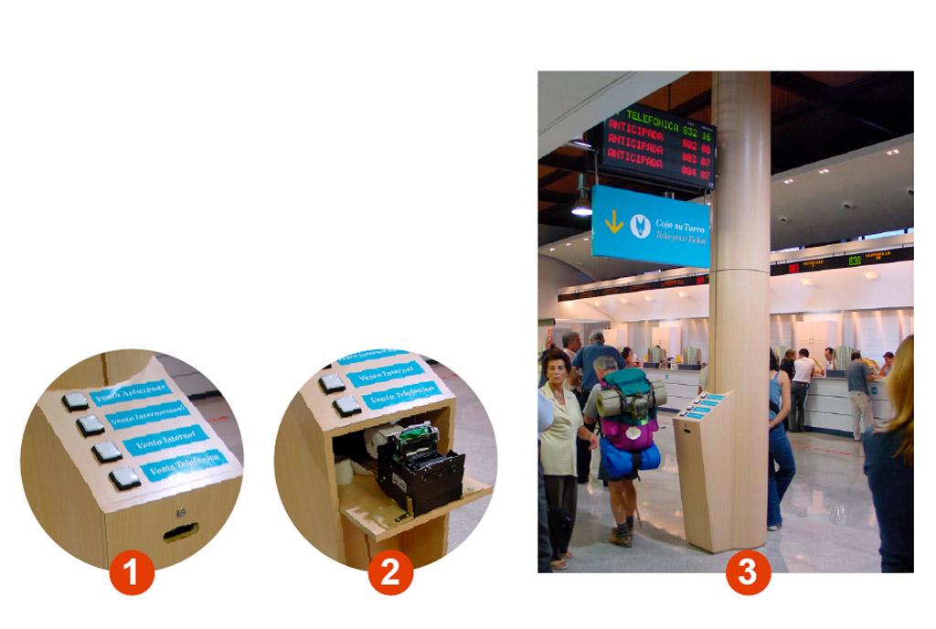 Mobiliario y mostradores estación Atocha Teisa