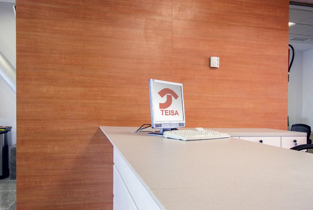 Mobiliario y mostradores estación AVE Antequera Teisa