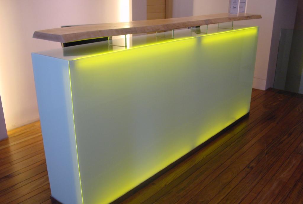 Mostradores y mobilario para oficinas trabajos Teisa